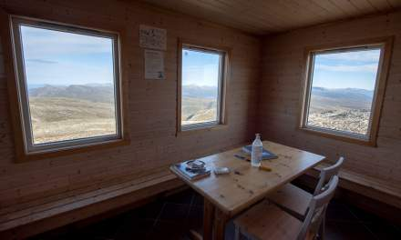 """""""Varmebua"""" –asmall cabin for hikers to find shelter"""